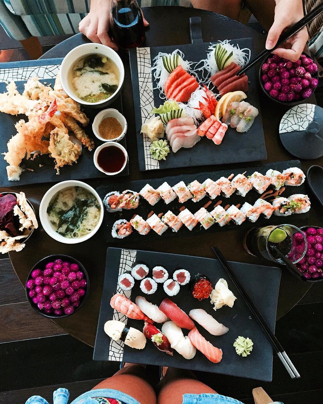 Магазил суши в крупном спальном квартале