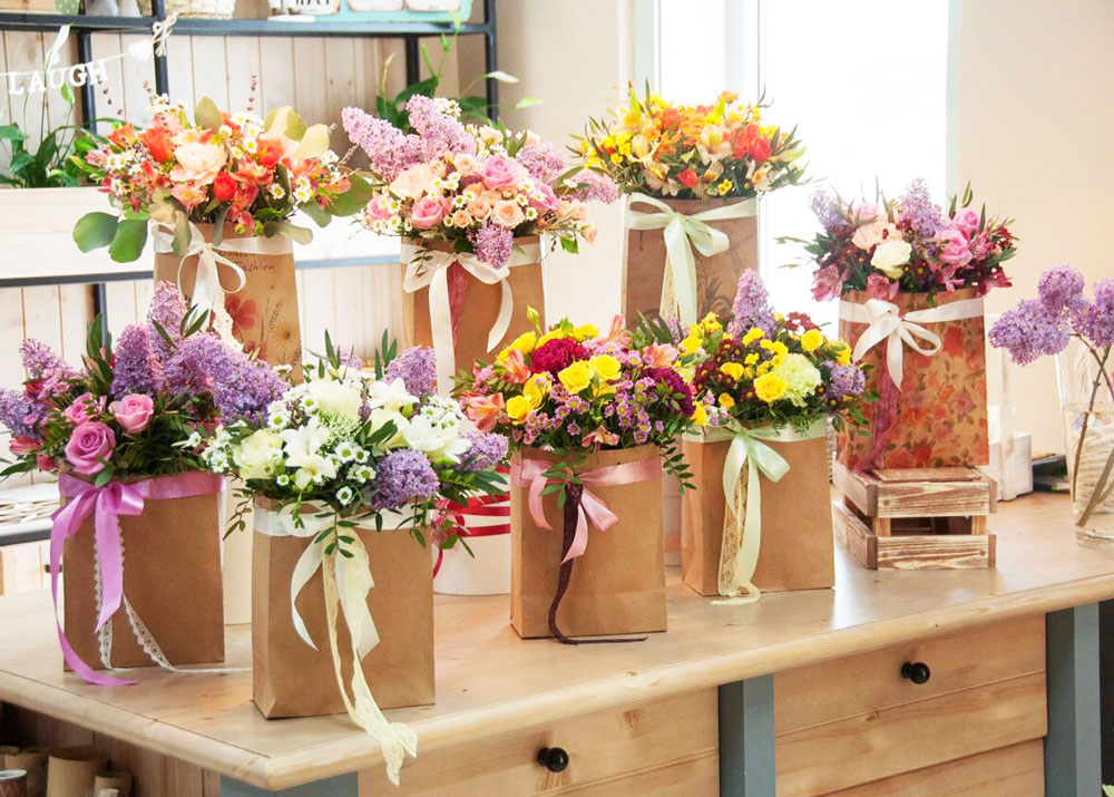 Магазин цветов в прикассовой зоне гипермаркета