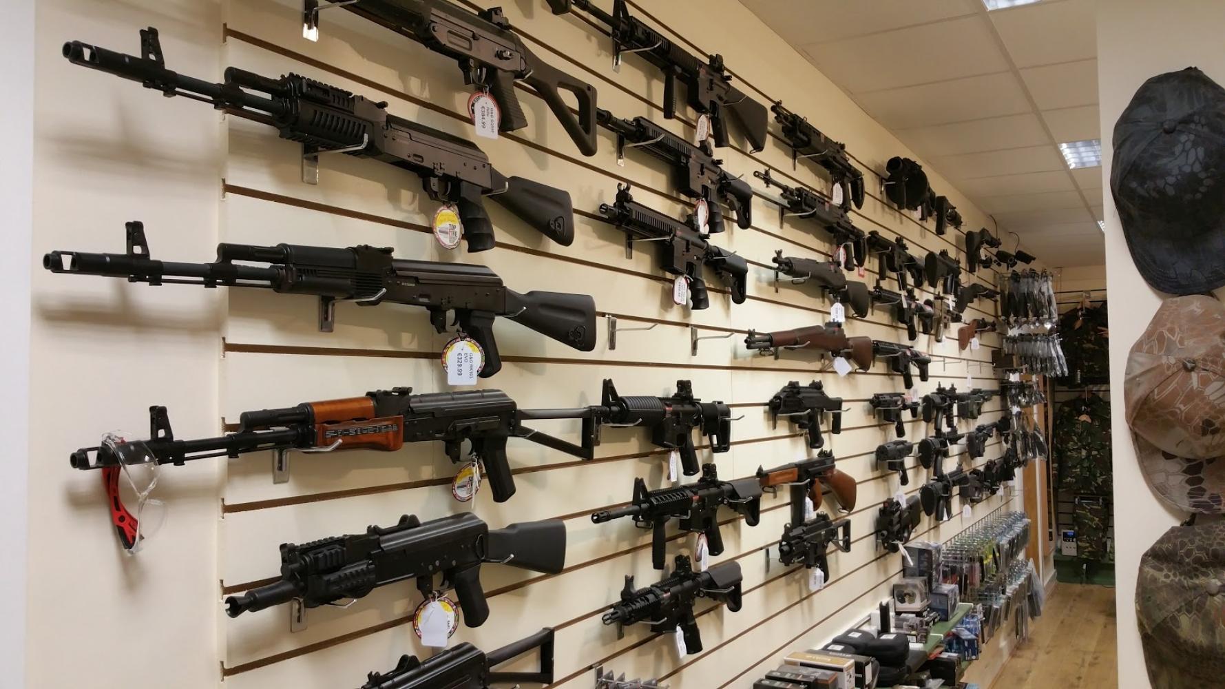 Оружейный магазин с помещением в собственность