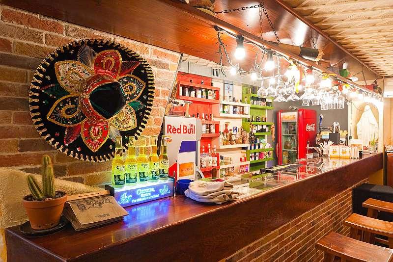 Мексиканское кафе у метро Василеостровская