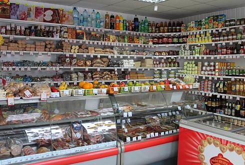 Продуктовый магазин в центре города рядом с метро