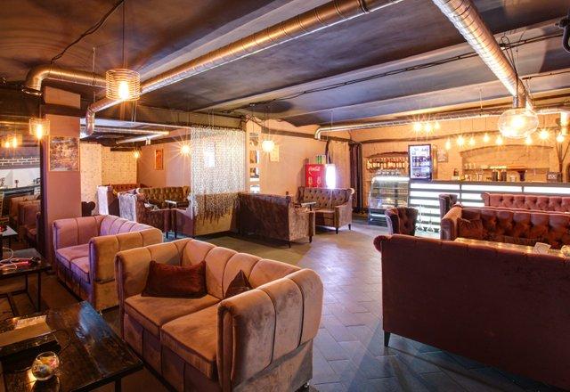Крупный лаунж-бар, кальянная