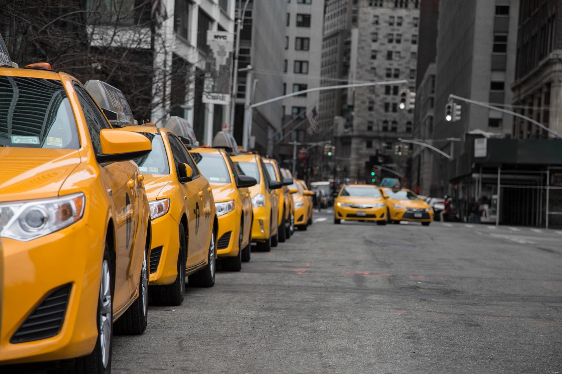 Такси с автомобилями. Чистая прибыль 100 000 руб.