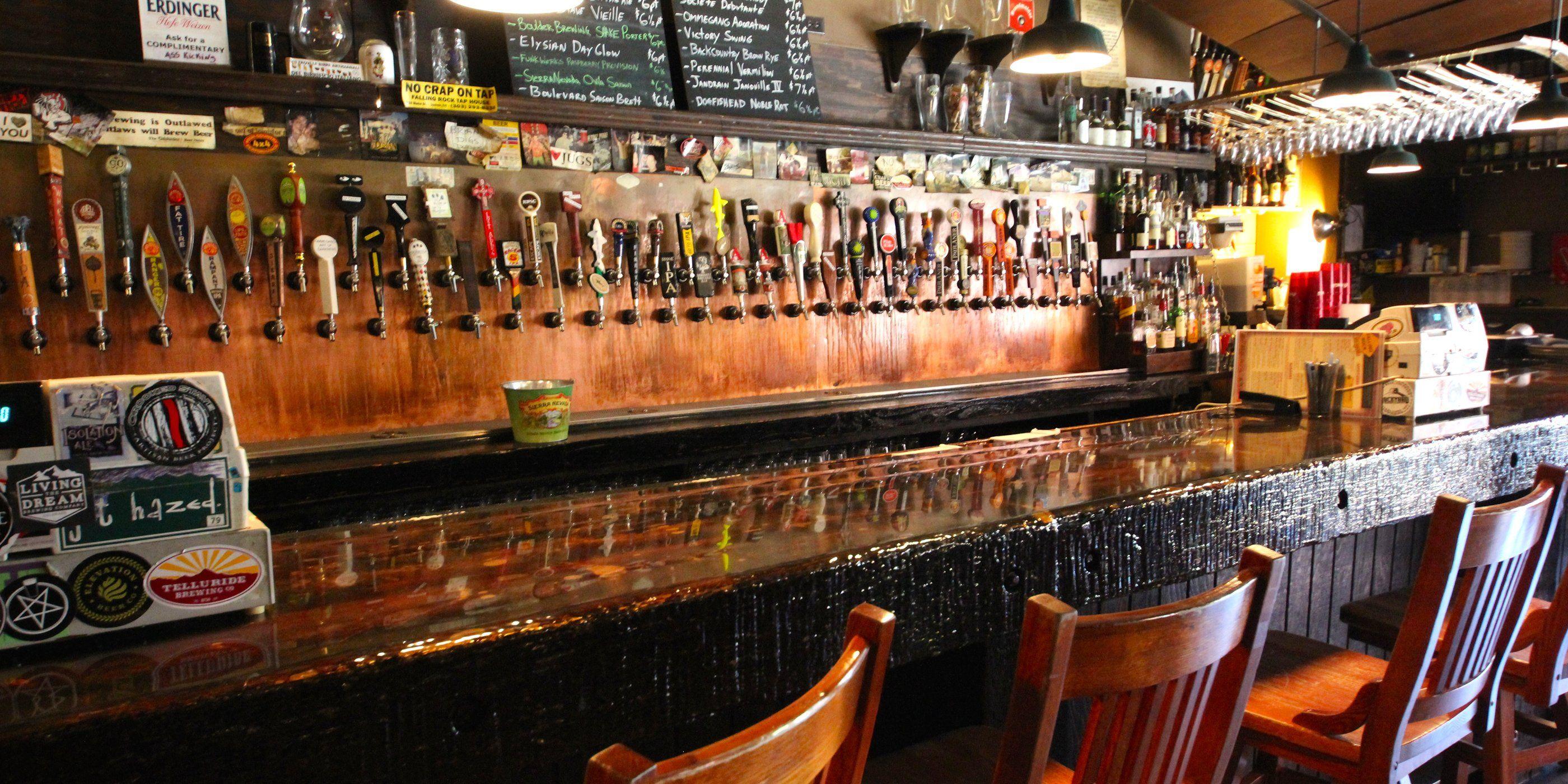 Стильный бар-магазин крафтового пива