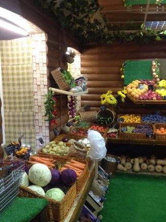 Магазин фруктов и овощей в центре города