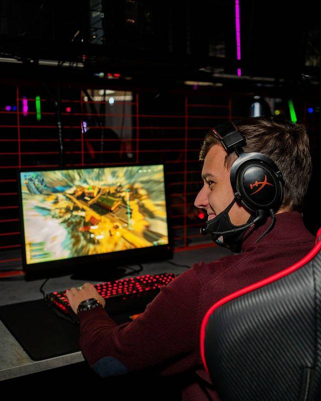 Компьютерный/киберспорт клуб прибыль 250 000 руб.