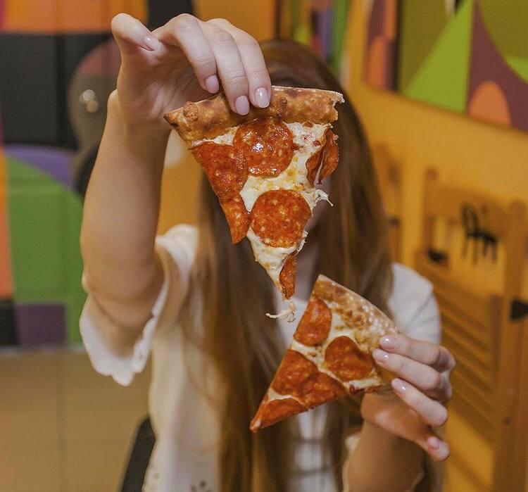 Пиццерия, стрит-фуд рядом с метро