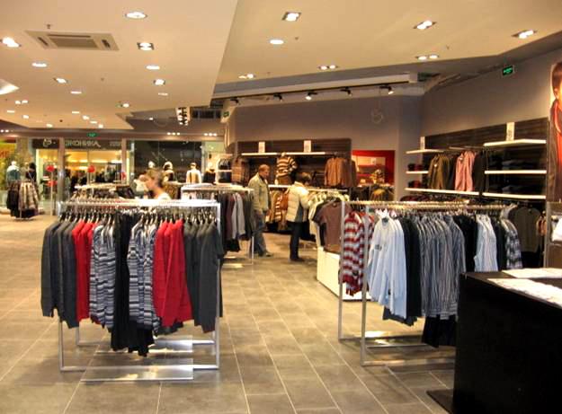 Популярный магазин одежды с известной франшизой