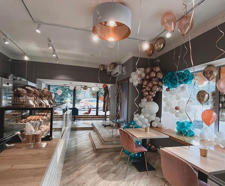Пекарня-кофейня в густонаселенном районе