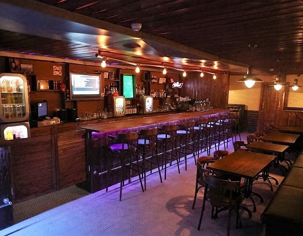 Бар-ресторан со всеми лицензиями и уютным интерьером