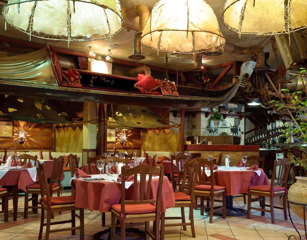 Трёхэтажный ресторан премиум-класса. Центр города