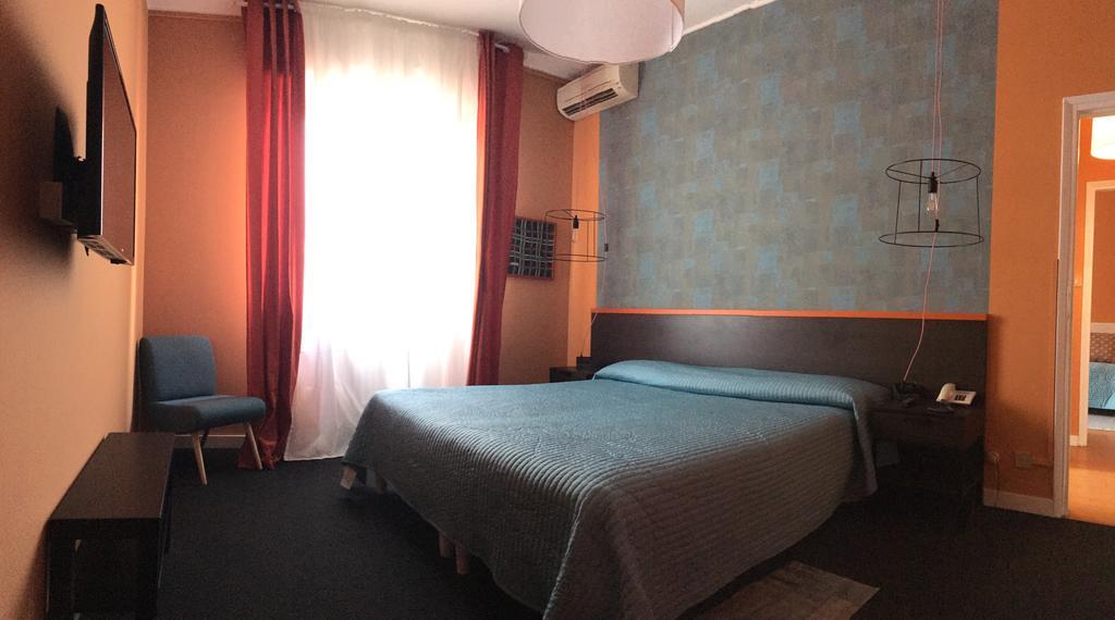 Сеть из двух отелей в центре города с качественным ремонтом