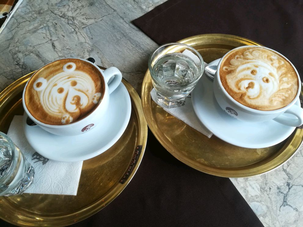 Кофейня с панорамными окнами