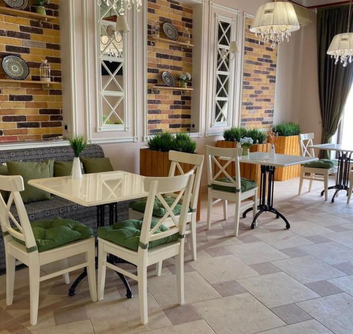 Кофейня с посадочными местами в центре