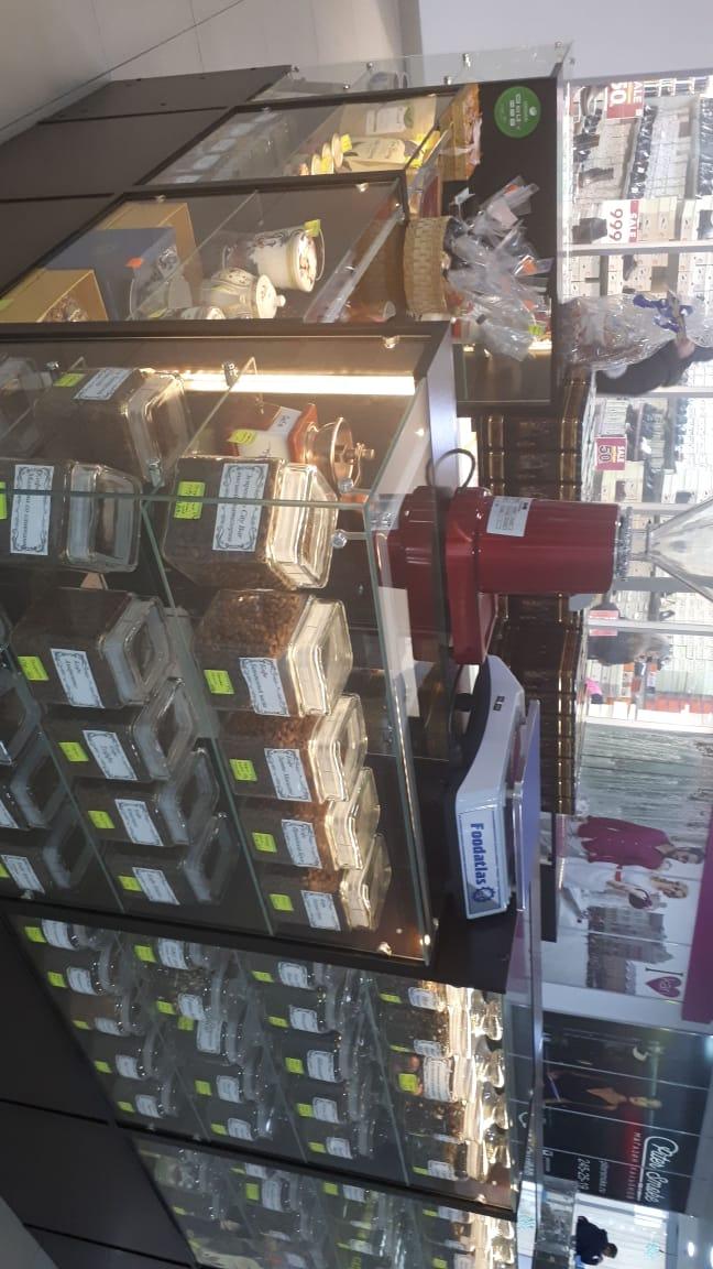 Торговый островок в ТЦ по продаже чая, кофе, фарфора, сухофруктов и орехов