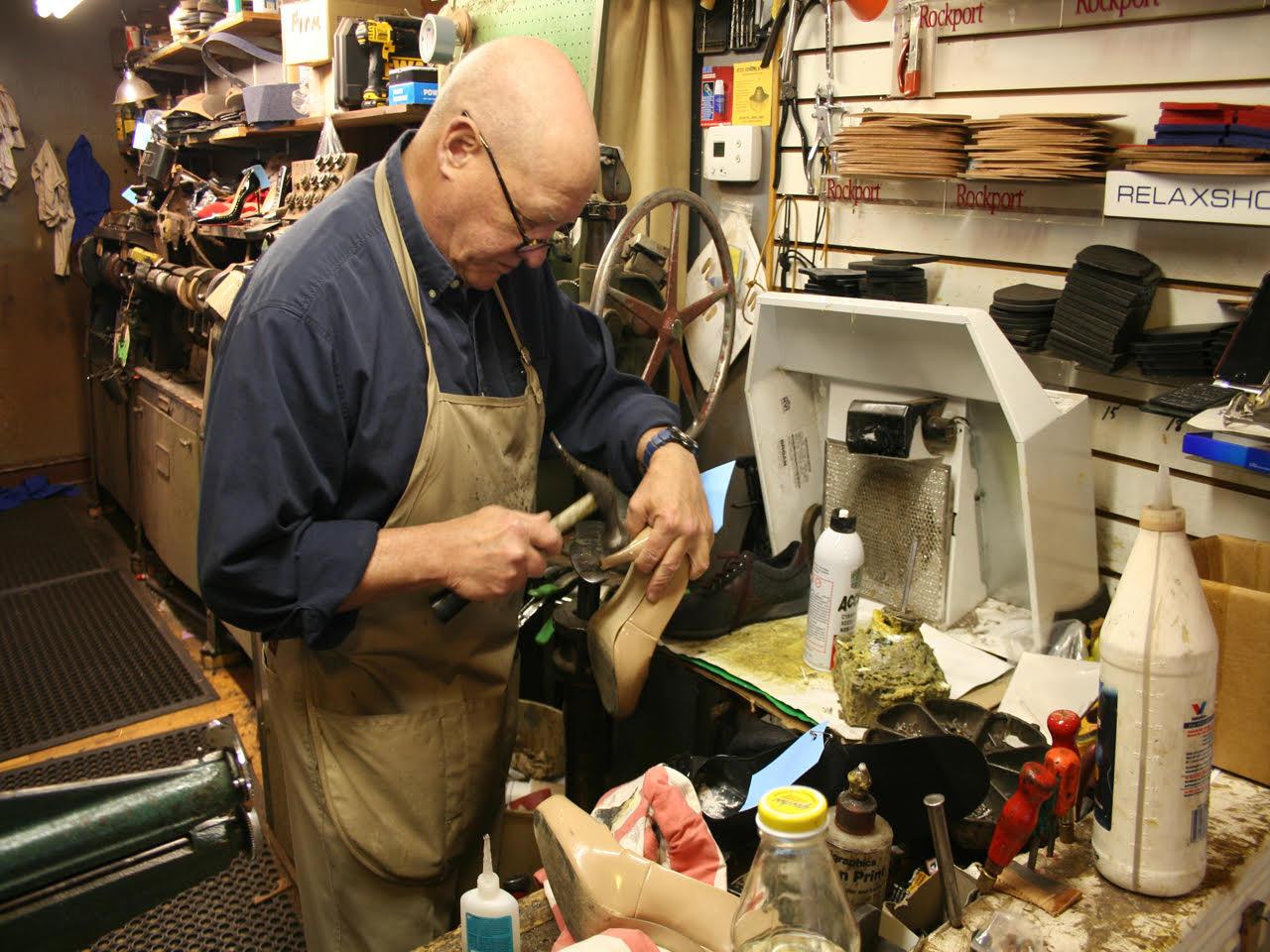 Ателье по ремонту одежды, мастерская по ремонту обуви и изготовлению ключей